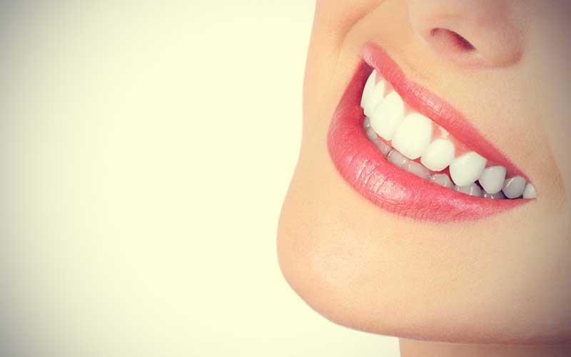 راه های طبیعی سفید کردن دندان