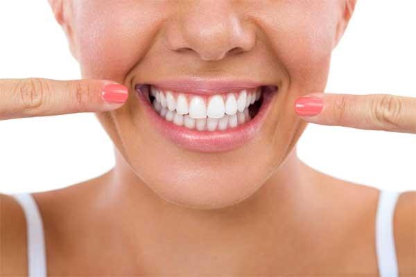 تمیز نگه داشتن لمینت دندان